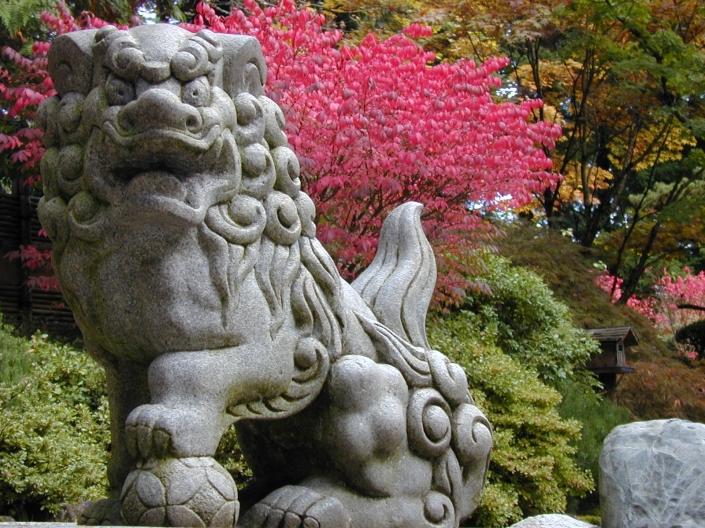 cedric-jap-gdn-portland-lion-at-entrance.jpg